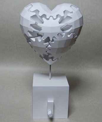 Gears heart from Haruki Nakamura papercraft artist. Coeur mécanique de Haruki Nakamura.