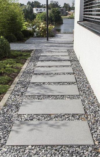 30+ Stepable Pathway Yard Ideas