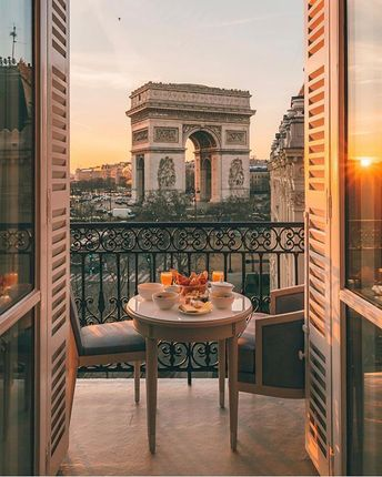 Tag who you'd dine with!Breakfast goals in Par... - #dine #goals #par #paris #Tag #withBreakfast #you39d