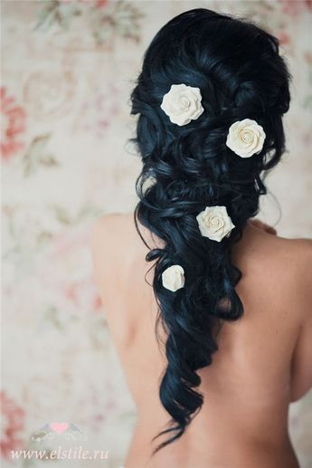 25 Romantic Long Wedding Hairstyles Using Flowers