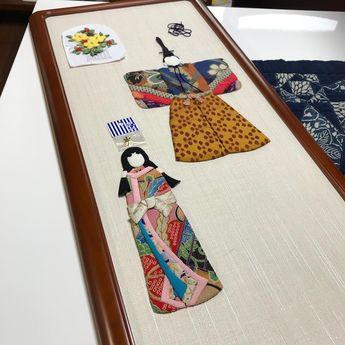 【#お雛様 】 今日はまた朝から雨の一日。 ギャラリーで今日は一人で黙々と作業しています。笑 立ち雛用の額、到着。良いねぇ〜〜笑笑 . . #福岡 #手作り #古布 #ちりめん #手作り #ハンドメイド #和 #和風 #針仕事 #押絵 #ひなまつり #伝統 #春 #四季 #日本文化 #着物 #kimono