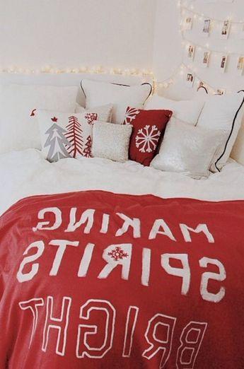 30+ Confortable Christmas Bedroom Decor Ideas