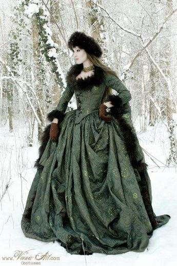 Russian court gown in moss green, photo and dress by Viona Ielegems.