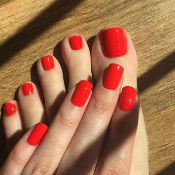 36 Glamour with Red Short Nails Art