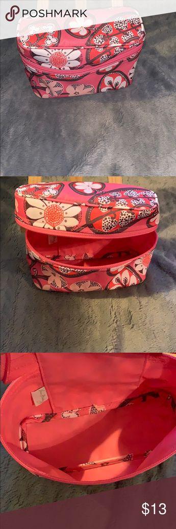 Vera Bradley makeup 💄 bag never used Vera Bradley makeup 💄 bag never used Vera Bradley Bags Cosmetic Bags & Cases