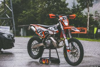 2017 KTM 300EXC – Custom graphics kit | DERESTRICTED
