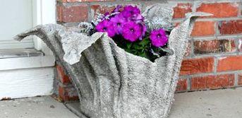 Cache-pot ciment à fabriquer soi-même en utilisant une serviette de bain