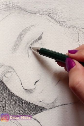 drawing a girl portrait with graphite pencils ♥