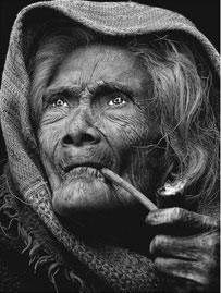 Amazing...! / vieille / fumeur / regard / visage / personnage / photoportrait / badass / rivièred'ocre