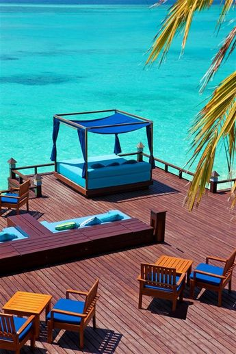 Sheraton Maldives Full Moon Resort & Spa—Anchorage Bar