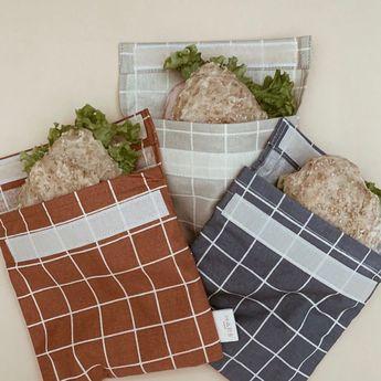 sandwich bags ♻️ . stylový a praktický, znovupoužitelný pytlík se zavíráním a vnitrní voděodolnou vrstvou . svačina teď bude bavit nejen děti :) . skvělá alternativa k plastovým pytlíkům, krabičkám nebo alobalu . dánský design s důrazem na vysokou kvalitu materiálu a udr%