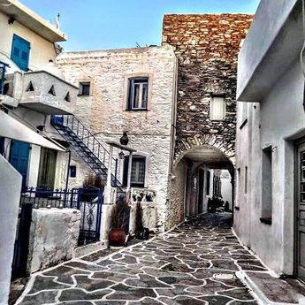 Πέρασμα ...  . . . . . #thisiskythnos #kythnos #island #cyclades #alleys #visitkythnos #visitgreece #instaview #instalife #instapic