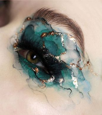 Inspired by fluid / pouring paintings 🖌️️ @samplebeauty pigments 1 (white), 35 (black), 6 (turquoise), Sean Maloney + @mehronmakeup mixing…