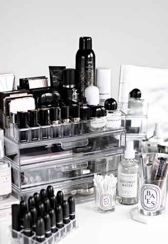 Makeup Storage and Organization + Best Acrylic Palette Holder