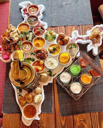 Presenting The United India Thali from @ardor2.1, New Delhi comprising of 29 dishes representing each Indian state. 🇮🇳💯🤩 . . This enormous…