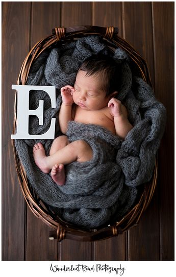 newborn session, DIY newborn props, crochet baby beanie, newborn photography, in home newborn session, newborn photographer, florida newborn photographer, orlando newborn photographer, newborn posing, crochet newborn, crochet newborn props, newborn posing ideas, pictures to take in the hospital,