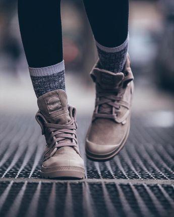 1,502 個讚,18 則留言 - Instagram 上的 Palladium Boots(@palladium_boots):「 Pictured above are our Pallabrouse Baggy for women in Stucco/Cobblestone available at… 」