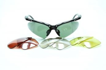 cbca9529f Os óculos de sol JF SUN Hainan tem estilo esportivo e armação feita de TR90,