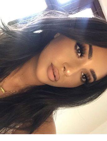 Eyelashes, big lips and dark hair | Inspiring Ladies