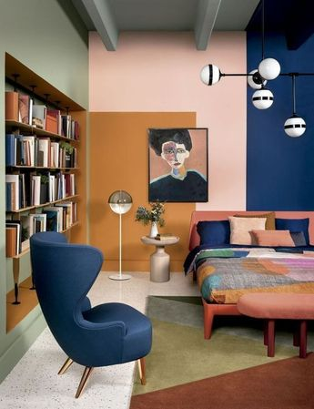 Living exhibited in Showhouse Jader Almeida / Sollos (Adriano Escanhuela / CASA CLAUDIA Magazine), characterized by a colorful graphic game on the walls and ceiling