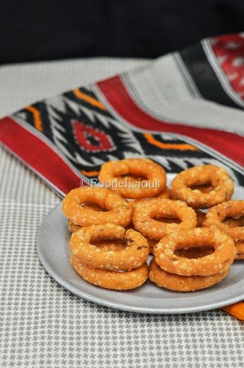 Chegodelu/Chekodelu are super addictive munchies made using rice flour, from the state of Andhra Pradesh. These are crispy and spicy.