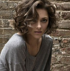 20 Dazzling Curly Bob Hairstyles (WITH PICTURES)