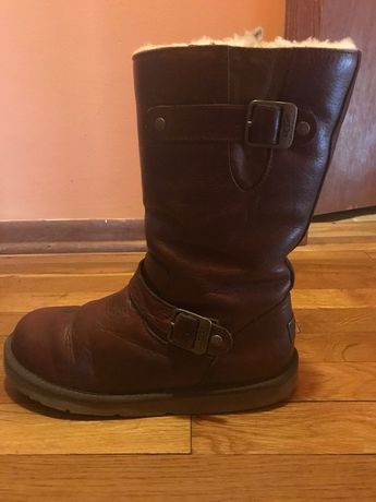 9a318528ddd girl uggs size 5 never worn comes with box 10/10 condition