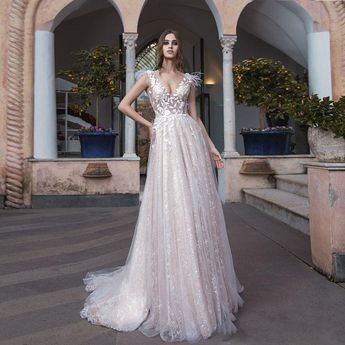 64aaade57a27f 2019 Spring Wedding Gowns A Line V Neck Backless Lace Vestido De Noiva  Fashion Feathers Decoration