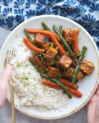 Sesame Ginger Tempeh Stir Fry- easy to make vegan dinner! #vegan #dinner #tempeh