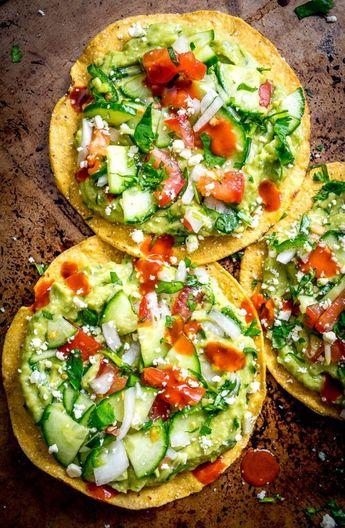 Avocado Hummus und Gurke Pico de Gallo Tostadas über Mexican Please