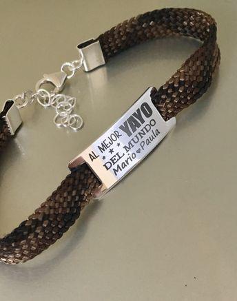 ef4172dc13c4 Pulsera Banner Snake en plata de ley grabada personalizada con mensaje.  Ideas de regalo para