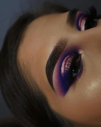 eyes - @juviasplace metallic liner - @jdglowcosmetics brows- @lorealmakeup lashes - @lashnco in circe #makeup #makeupartist #cutcrease… #gorgeousmakeuplooks
