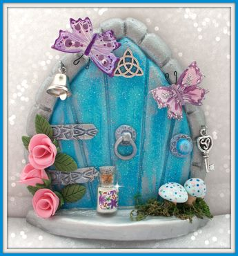 Fairy Door www.etsty.com/shop/charmedfairydoors