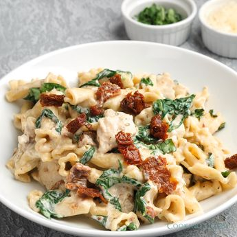 One of the BEST Instant Pot recipes you'll ever make!! This is so easy, amazingly flavorful, and perfectly hearty. Also a great dinner for a busy day. #instantpot #recipe #chicken #pasta #dinner #food #easydinner #dinnerideas #spinach #sundriedtomato #creamcheese #basil