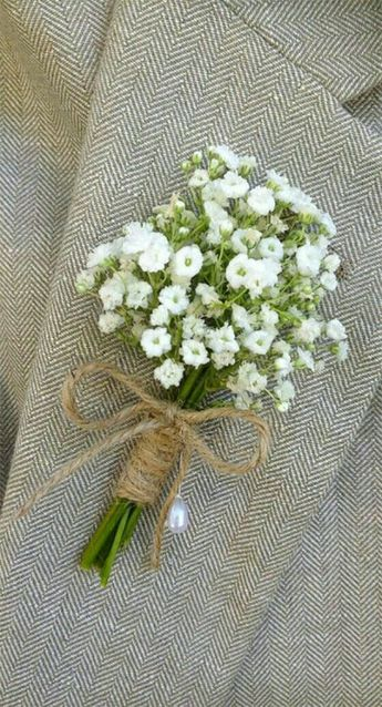 Cute, rustic boutonniere  • Follow Maude and Hermione on Pinterest for more wedding ideas and inspirations! •
