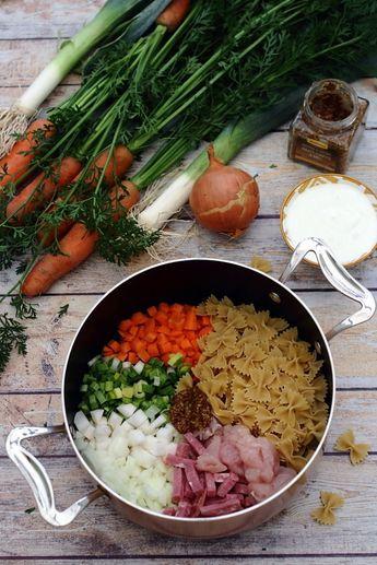 One pot pasta aux légumes d'hiver, poulet, bacon et sauce moutarde