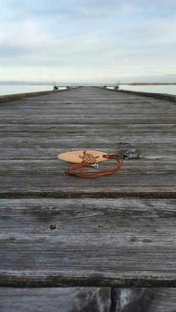 Aus diesem Holz des Steges  wird der Schmuck gefertigt