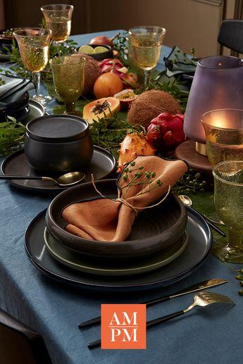 Animé par un souffle créateur et habité par l'esprit de Noël, AMPM vous présente différentes atmosphères imprégnées de magie et de poésie. Laissons-nous aspirer, inspirer…