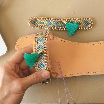 7f4dc9323d También puedes reutilizar tus antiguas pulseras para decorar tus sandalias.  Necesitarás lo siguiente