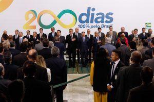 Jair Bolsonaro revoga 907 leis e decretos