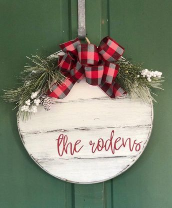 Personalized Christmas Door Hanger - Shiplap Door Hanger - Round Door Sign - Farmhouse Christmas - Rustic Christmas Sign - Holiday Sign