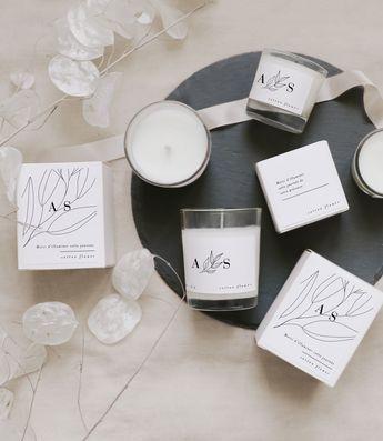 Découvrez nos jolies bougies à personnaliser pour des cadeaux d'invités uniques !  Retrouvez toute la délicatesse et la pureté de notre bougie, le petit cadeau de mariage idéal évoquant le souvenir d'un moment exceptionnel ! Découvrez notre modèle Tea Tree !