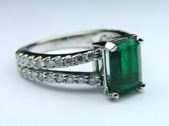 Genuine Green Emerald Gem Stone Diamond Split Band Pave Ring in 14K White Gold #gemstone #green #gem #stone