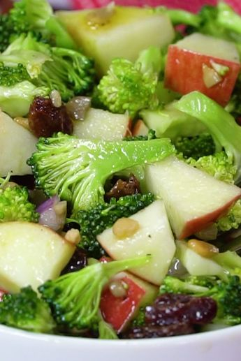 Sweet and Tangy Apple Broccoli Salad with nuts #veganinthefreezer #broccoli #salads #appetizers #saladrecipes