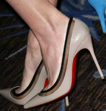 "6ce4d9d6f369 A closer look at Naomi Watts  Christian Louboutin ""Paulina"" heels"