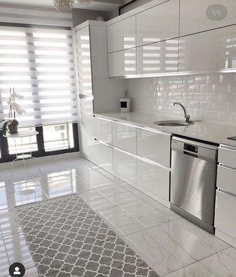 Genis mutfaklar her zaman ferah bir de beyaz kullanildigi zaman ayri seviyorum sizce nasil?? 😍😊 Kisisel hesabim: @esranilblog 👈🏻 dekor sahibi: @psk.ayse #dekorasyon #istanbul #dekorev #evdekorasyonu #instagram #kesfet
