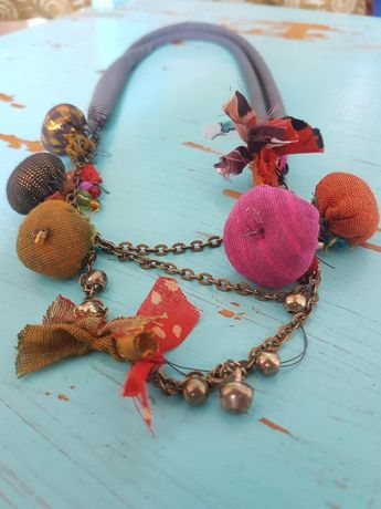 Collier en tissu textile fait à la main jewelry.fabric jewelry.colorful. unique en son genre