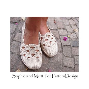 e721083a8720c2 Gold and White Slippers pattern by Sophie and Me-Ingunn San