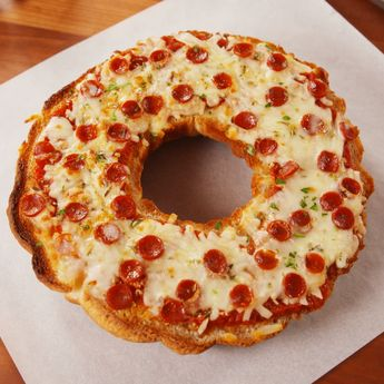 Giant Pizza Bagel