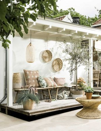 10+ Pretty Little Porches & Patios